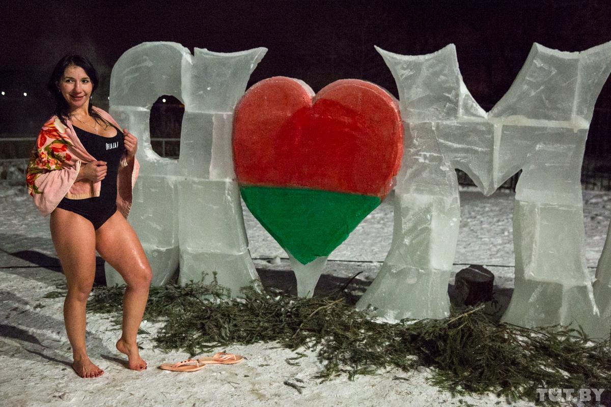 «В-проруби-теплее,-чем-на-улице?»-Как-белорусы-купаются-в-Крещение,-когда-вокруг-–-мороз-и-коронавирус