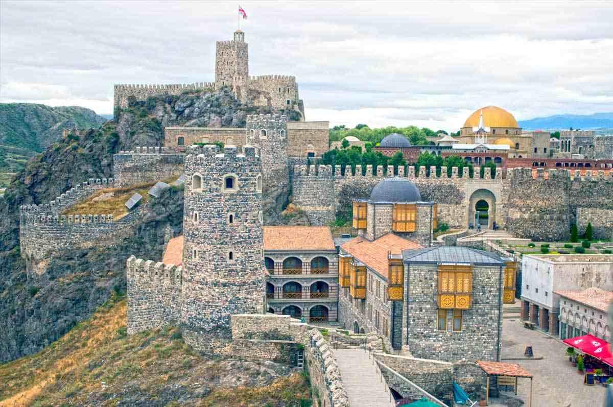 breathtaking-trip-to-kazbegi