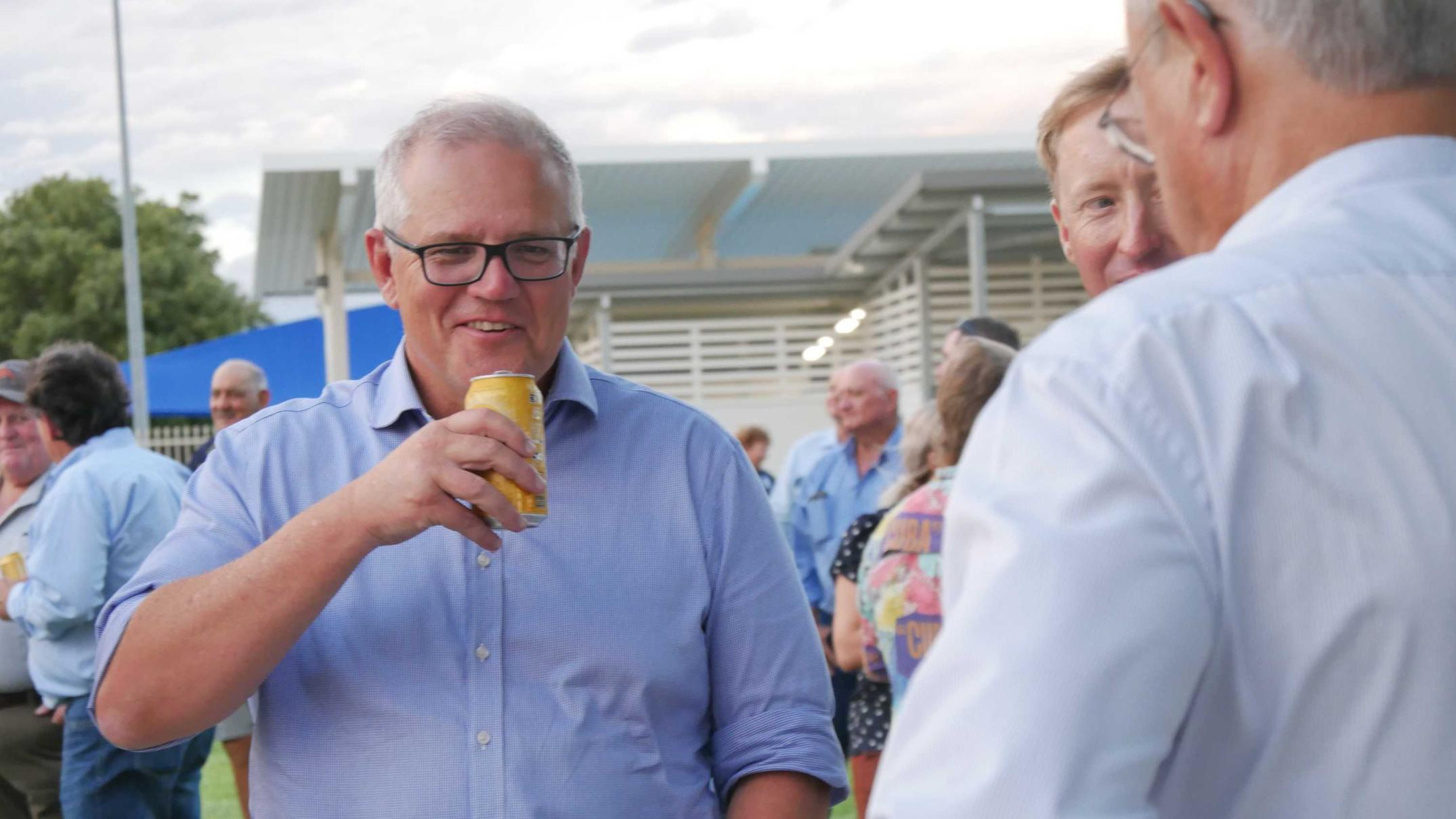 back-from-holidays-and-on-a-tour-of-the-outback,-pm-toasts-'resilient'-drought-survivors