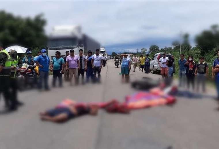 cuatro-personas-a-bordo-de-una-moto-mueren-tras-ser-arrolladas