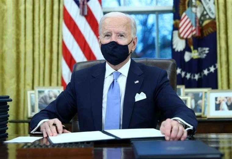 """biden-asume-la-presidencia:-que-se-sabe-del-""""muy-generoso""""-mensaje-que-trump-le-dejo-a-su-sucesor-en-la-casa-blanca"""