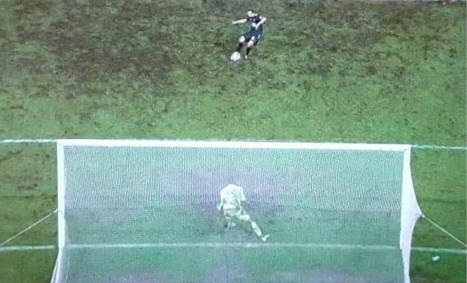 """francky-dury-furious-after-var-intervention-with-stopped-penalty-in-extra-time:-""""what's-next,-a-blindfold-for-keepers?"""""""