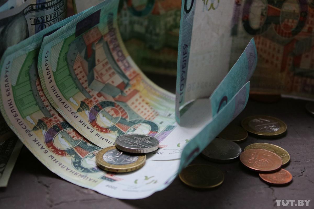 Какие-курсы-доллара-и-евро-установили-обменники-22-января