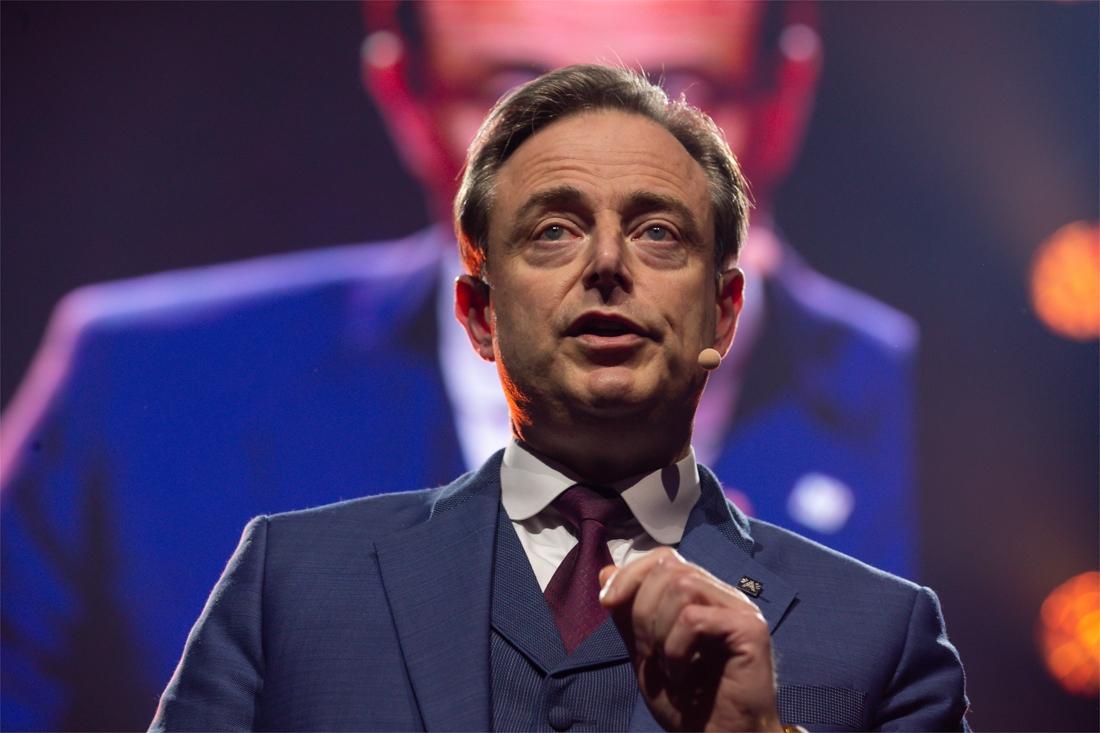 """de-wever-wijt-belgische-oversterfte-in-nieuwjaarstoespraak-aan-institutionele-stilstand:-""""een-wereldwijde-schande"""""""