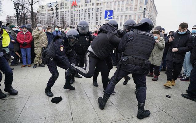 rusiyada-600-dən-cox-aksiyaci-saxlanilib