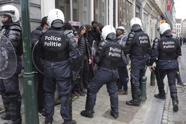 politie-arresteert-tientallen-manifestanten-in-brussel,-betoging-was-niet-toegelaten