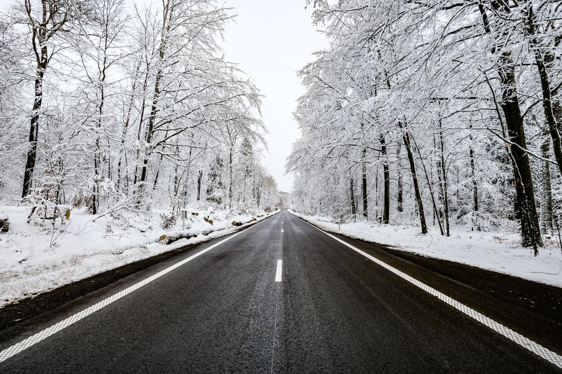 wegen-en-verkeer-waarschuwt-voor-gevaarlijk-gladde-wegen-tot-maandagochtend
