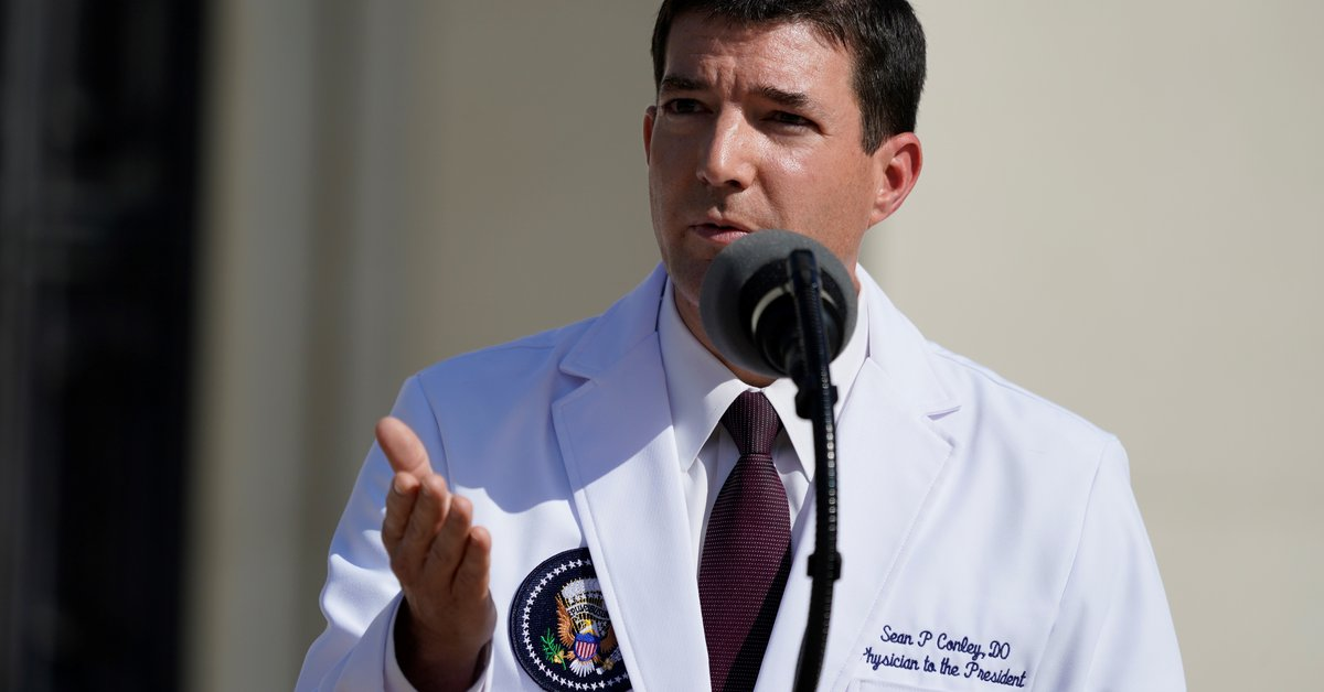 el-presidente-biden-despide-al-polemico-medico-de-la-casa-blanca