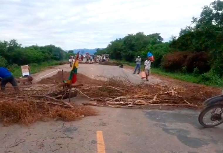 aportantes-a-las-afp-bloquean-rutas-en-tarija-exigiendo-la-devolucion-del-100%-de-sus-recursos