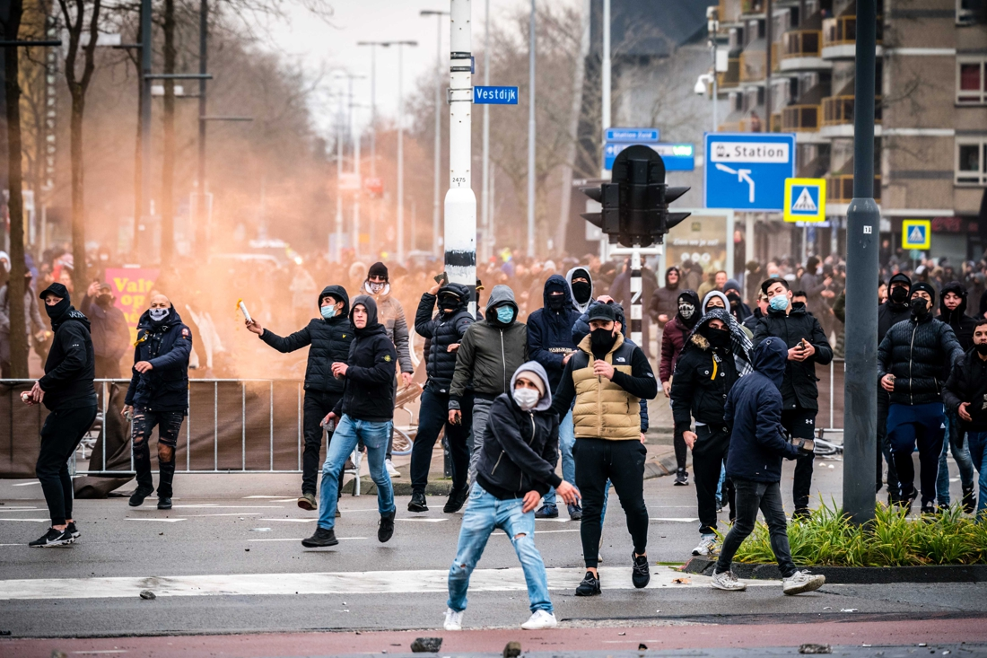 again-riots-in-the-netherlands-after-corona-measures-are-tightened:-police-pelted-with-fireworks-in-rotterdam,-cat-and-mouse-game-in-geleen