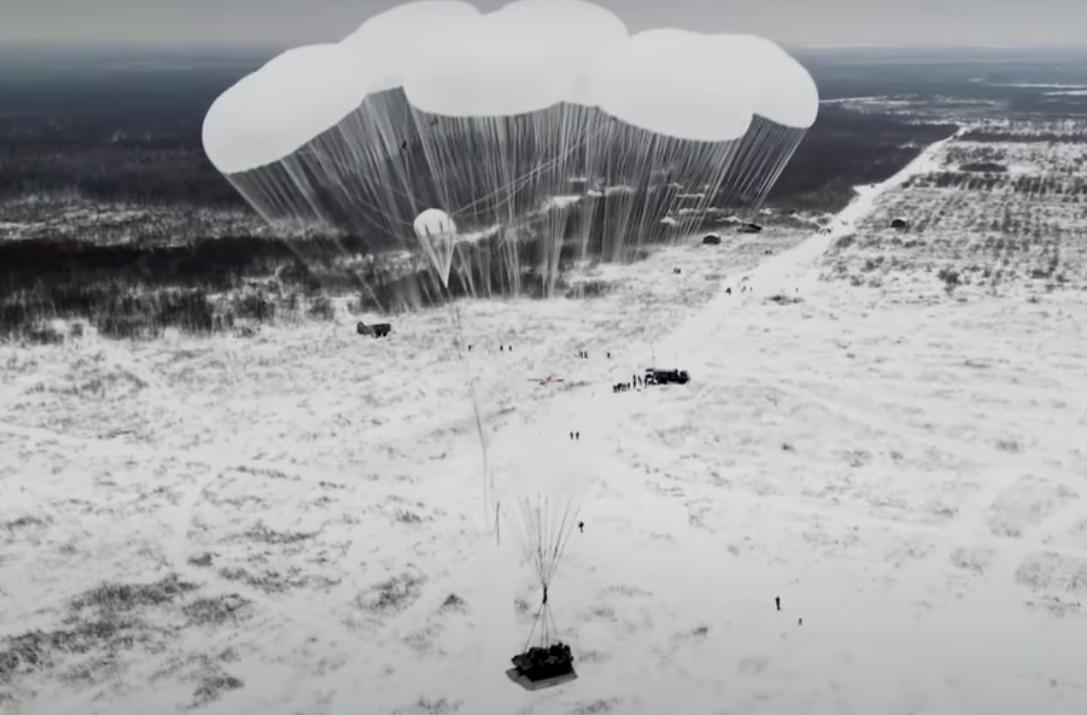 В-России-показали-массовую-выброску-десанта-с-боевыми-машинами