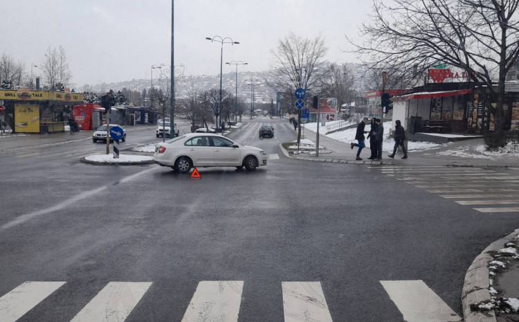 crowd-in-nedzarici:-the-police-do-not-know-if-there-was-an-accident-or-if-the-car-broke-down-at-the-intersection