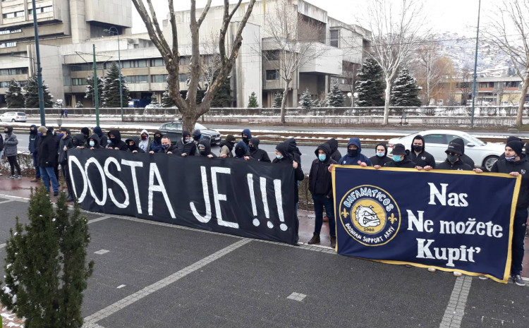under-siege-in-front-of-the-alliance-building,-fans-are-protesting-petev's-election