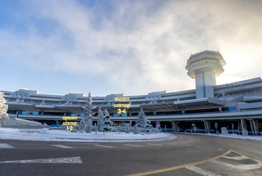 Попасть-в-аэропорт-можно-будет-только-через-два-входа-–-и-там-измерят-температуру