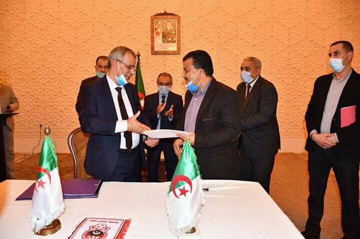 chlef:-the-governor-oversees-the-signing-of-a-financing-contract-between-the-cement-corporation-and-the-olympic