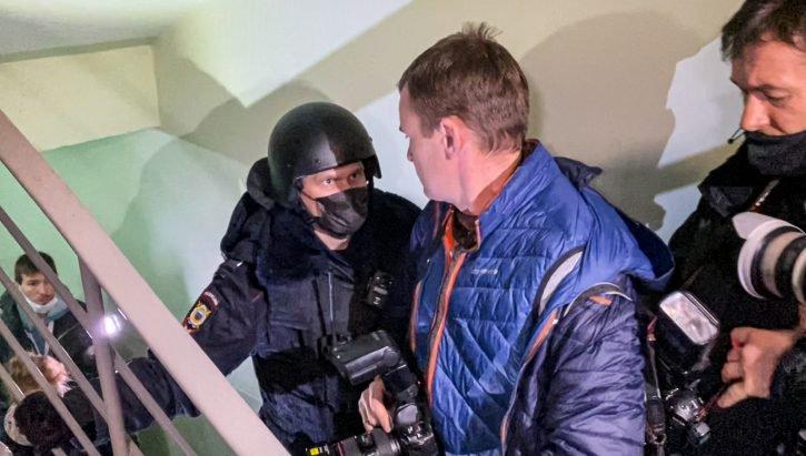goditet-familja-e-navalnyt,-policia-arreston-të-vëllain-e-tij