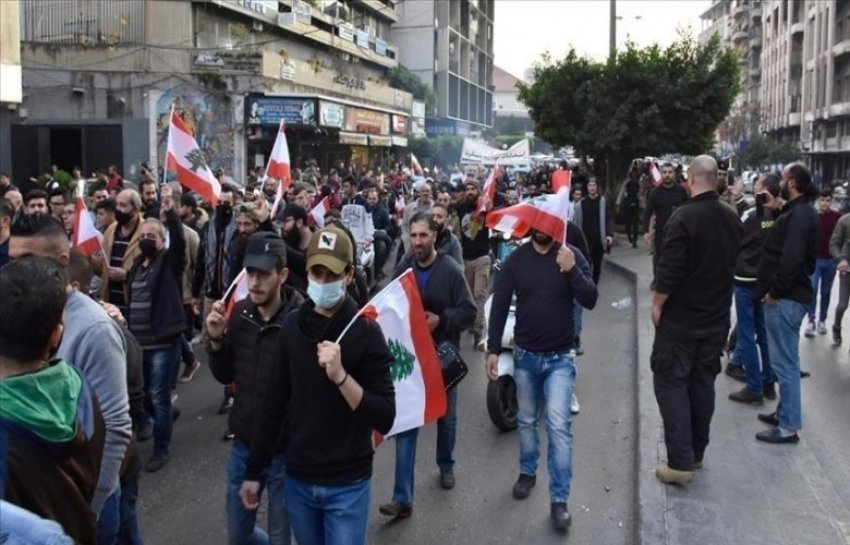 p-&-amp;-euml;-clash-with-police-&-amp;-euml;-during-&-amp;-euml;-protests-against-the-blockade-by-covid,-in-&-amp;-euml;-lebanon,-226-t-&-amp;-euml;-wounded