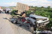 哈尔滨重型货车碾碎捷达轿车-3人身亡(组图)