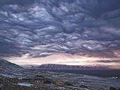 """格陵兰岛天空现""""末世景象""""-如电影画面(图)"""