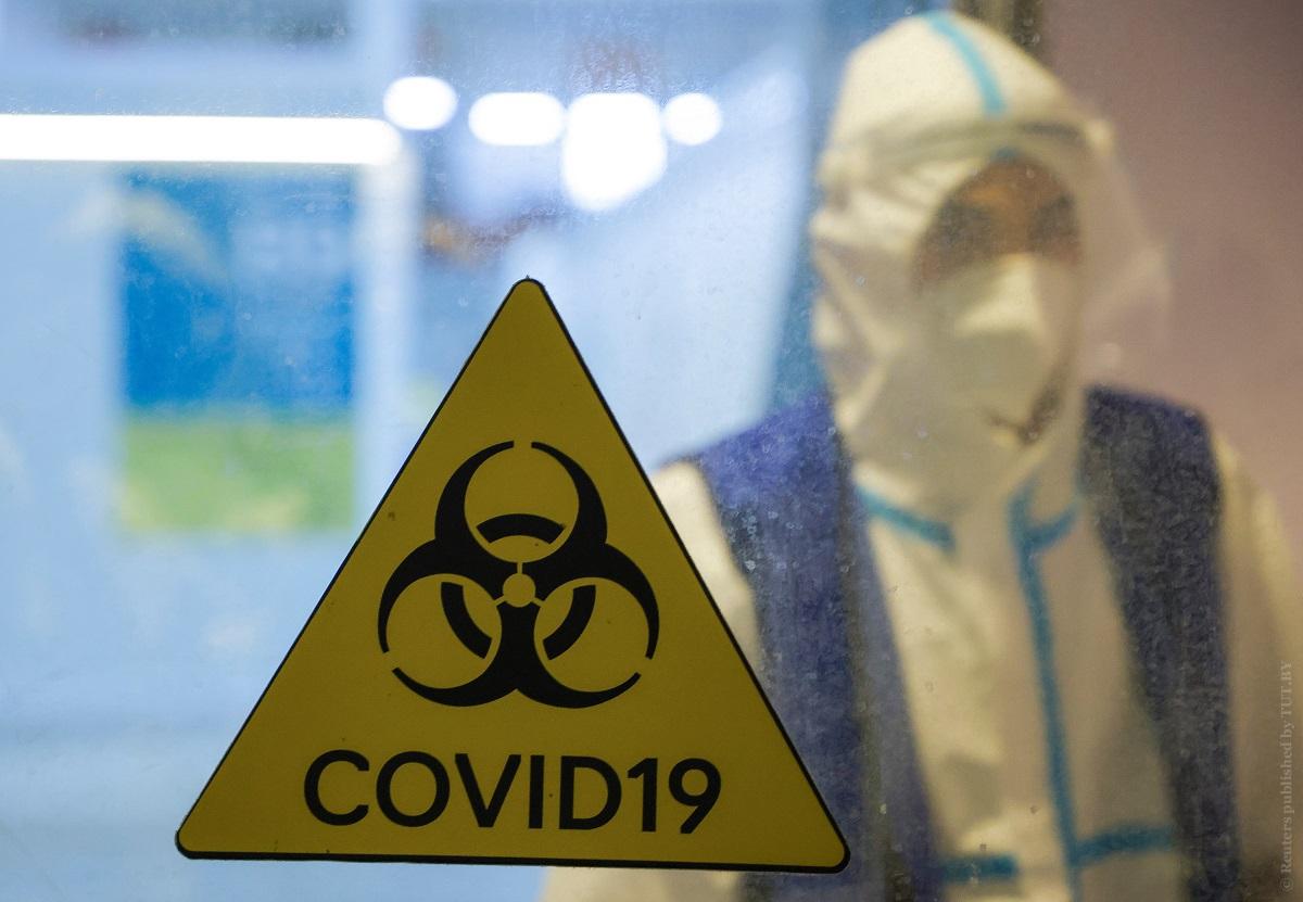 Главный-инфекционист-США-допустил,-что-американцам-придется-носить-маски-и-в-2022-году