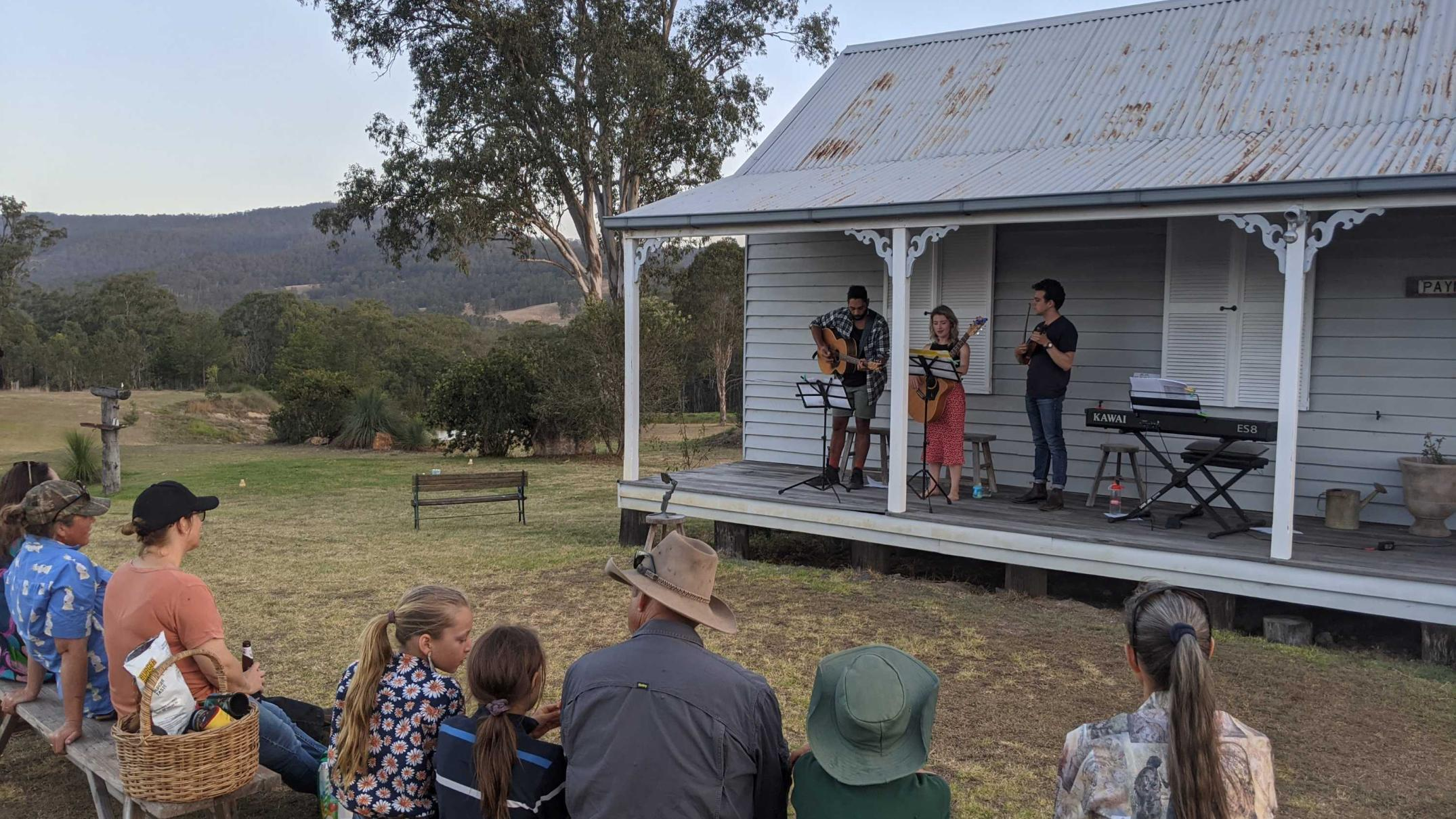 an-unlikely-duo:-opera-and-country-music-team-up-in-tour-of-outback-queensland