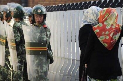 es-dalibvalstis-vienojas-par-sankcijam-pret-kinu-par-uiguru-tiesibu-parkapumiem