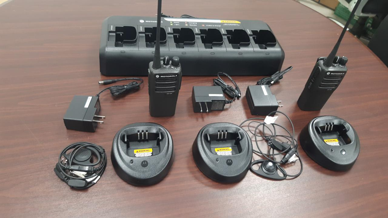 migration-police-receives-donation-of-communication-radios