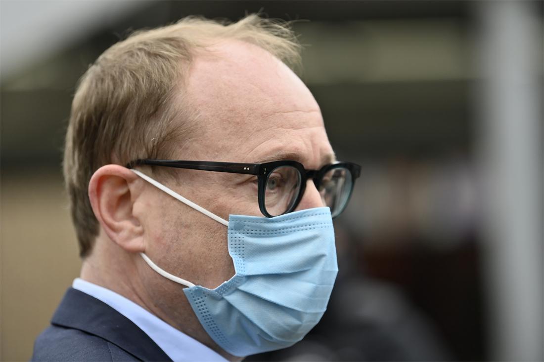 """minister-ben-weyts-(n-va)-wil-dat-leerkrachten-voorrang-krijgen-bij-vaccinaties:-""""ze-vangen-spuug-en-wat-dan-nog-op"""""""