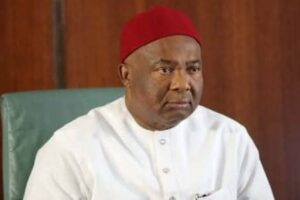 imo:-road-sweepers-protest-non-payment-of-salaries,-attack-uzodinma's-govt