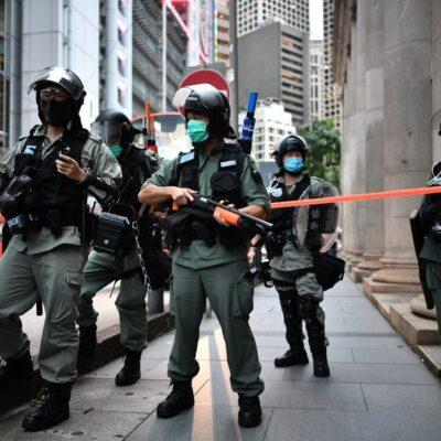 شرطة-هونج-كونج-تعتقل-5-مسؤولين-في-صحيفة-مؤيدة-للديمقراطية