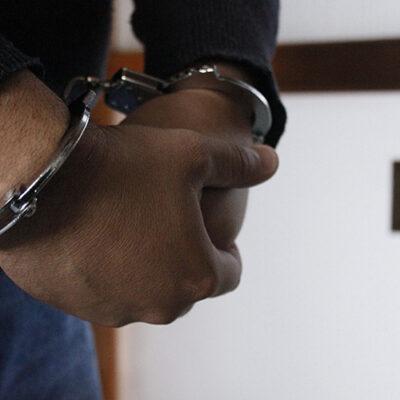 detienen-a-2-policias-por-falso-testimonio-en-juicio-narco