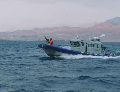القوة-البحرية-والزوارق-الملكية-تنقذ-مواطنين-بالعقبة