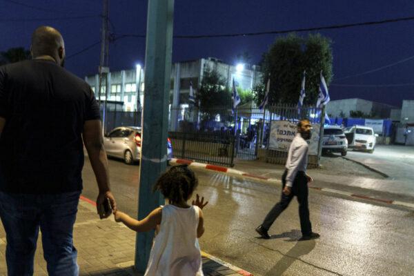 riauses-nutilo,-bet-arabai-ir-zydai-izraelio-lodo-mieste-toliau-gyvena-itampoje