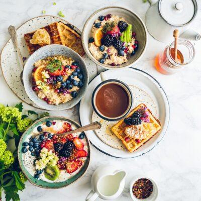 3-colazioni-leggere-e-freschissime-perfette-per-affrontare-le-torbide-giornate-estive