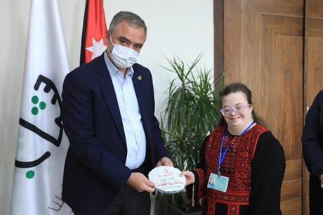 النابلسي-يكرّم-اُولى-الغطاسات-الأردنيات-من-متلازمة-داون