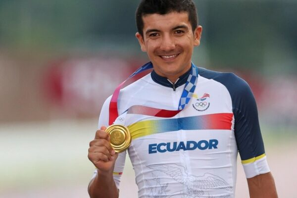 richard-carapaz-gana,-para-ecuador,-medalla-de-oro-en-los-juegos-olimpicos-de-tokio-2020