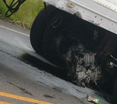 fotos:-aparatoso-choque-entre-carro,-trailer-y-bus-deja-2-heridos