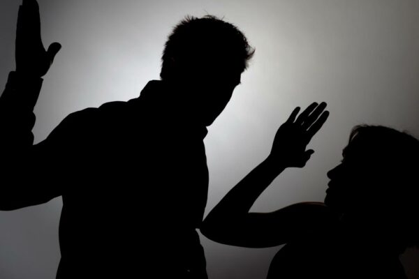 Мужчина-напочве-ревности-избил-жену.-Его-приговорили-кобщественным-работам