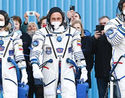 Первый-в мире-киноэкипаж-улетел-в космос