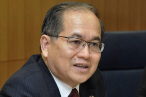 uggah:-we'll-get-reluctant-penans-in-ulu-baram-accept-covid-jabs