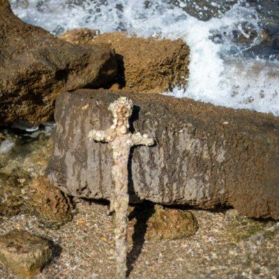 un-buceador-israeli-halla-espada-de-la-epoca-de-las-cruzadas
