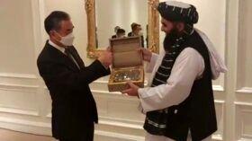 طالبان-به-وزیر-خارجه-چین-هدیه-داد