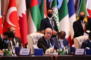 echange-entre-jean-yves-le-drian-et-son-homologue-algerien-a-kigali-sur-fond-de-crise-diplomatique